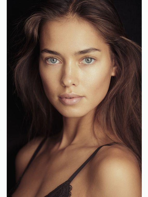 Model Women GULSINA